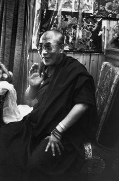 Henri Cartier-Bresson, Le Dalai Lama Tenzin Gyastso, Dordogne, France, août 1991. © Henri Cartier-Bresson/Magnum Photos.
