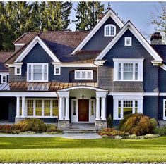 Fine 35 Popular Traditional Home Design Exterior Exterior Paint Colors For House, Paint Colors For Home, Exterior Colors, Paint Colours, Exterior Paint Color Combinations, House Paint Color Combination, Brown Roofs, Design Exterior, Exterior Trim
