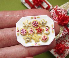 Miniature Christmas 2011 - Christmas Cookies by PetitPlat - Stephanie Kilgast, via Flickr Z