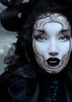 Wow awesome makeup, framed face body art - ✯ www.pinterest.com/WhoLoves/Body-Art ✯ #BodyArt