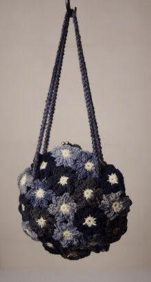草木染の毛糸屋さん お花モチーフつなぎのがま口バッグ