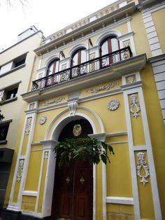 Escudo de caracas en un vitral del pante n nacional Casa amarilla santiago