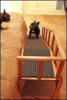 Dogs also want to have a room or bed for themselves so that they can provide dog cages like the pictures below the inn. Diy Pour Chien, Dog Ramp For Bed, Dog Stairs For Bed, Pet Ramp, Bed For Dogs, Pet Steps For Bed, Dog Cages, Niches, Dog Furniture