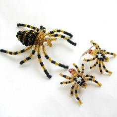 Beaded Spider Brooch Earrings Halloween Jewelry by Albinasjewelry Wire Crafts, Bead Crafts, Jewelry Crafts, Beading Tools, Beading Projects, Spider Decorations, Christmas Spider, Beaded Spiders, Micro Macramé