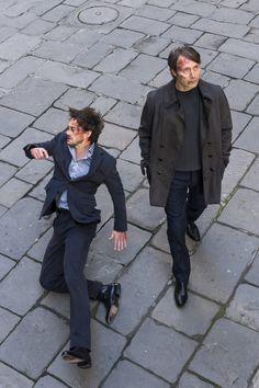 Hannibal & Will Graham (This is an incredible shot.no pun intended. Hannibal Lecter Series, Nbc Hannibal, Hannibal Funny, Will Graham Hannibal, Bryan Fuller, Hugh Dancy, Broken Leg, Mads Mikkelsen, Manado