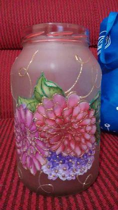 Decoupage em vidro Painted Wine Bottles, Painted Mason Jars, Bottles And Jars, Diy Decoupage Bottles, Decoupage Glass, Glass Bottle Crafts, Bottle Art, Mason Jar Candles, Mason Jar Crafts