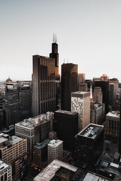 Another side of Chicago. [OC] [3367x5050]