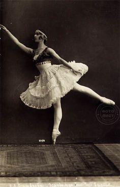 Olga Spesivtseva~Photo postcard from the early twentieth century.