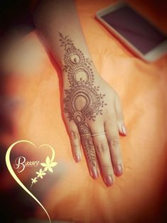 Arabic Henna, Henna Mehndi, Henna Art, Mehendi, Cool Henna, Easy Henna, Simple Henna, Beautiful Henna Designs, Mehndi Images