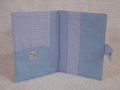 Capa para Carteira de Vacinação confeccionada em tecido, estruturada com manta…
