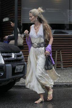 Yasmin Brunet deixa restaurante no Leblon, Zona Sul do Rio (Foto: Delson Silva/Agnews) #boho #gypsy