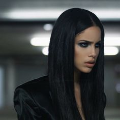 Find images and videos about girl, beautiful and brunette on We Heart It - the app to get lost in what you love. Aesthetic Hair, Bad Girl Aesthetic, Aesthetic Vintage, Beauty Makeup, Hair Makeup, Hair Beauty, Brunette Beauty, Pelo Adriana Lima, Adriana Lima Makeup