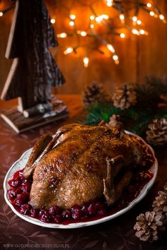 Pieczona kaczka - popisowy przepis - Gotuję, bo lubię Duck Soup, Duck Confit, Peking Duck, Roast Duck, Polish Recipes, Gumbo, Poultry, Steak, Food And Drink