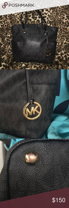 Michael Kors black jet set tote What you see is what you get, I would like to sell, but if you have a tan, camel or blush MK lmk and I will take a look see😊 Michael Kors Bags Totes