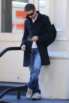 Jeremy Renner Photo - Jeremy Renner Grabs Food in Chelsea.  Dang it - he is so hot!!!
