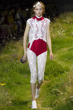 Moncler Gamme Rouge Spring 2016 Ready-to-Wear Collection Photos - Vogue#1#4
