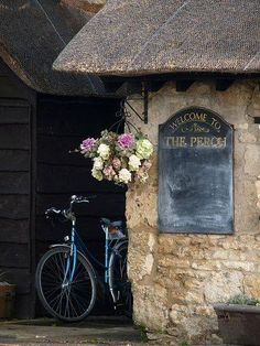 A small pub in the Cotswolds... ᘡղbᘠ