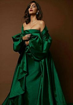 Latest photos of Sonam Kapoor Indian Celebrities, Bollywood Celebrities, Bollywood Fashion, Bollywood Actress, Diva Fashion, Fashion Art, Fashion Models, Fashion Women, Fashion Studio