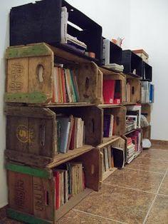 Carol Daemon: Comendo a ração que vende - parte 03: estante de livros em caixotes de feira