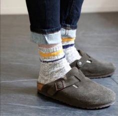 Birkenstock Boston, Birkenstock With Socks, Grunge Style, Soft Grunge, Tokyo Street Fashion, Vans Authentic, Timberland Boots, Grunge Outfits, Dr. Martens