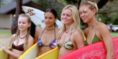 Pin for Later: The Most Memorable Movie Beach Scenes Blue Crush As she's prepping for a major competition, Anne Marie (Kate Bosworth) hits the beach — and the waves — with the rest of her surfer-girl posse. Michelle Rodriguez, Hits Movie, Movie Tv, Blue Crush Movie, World Music Awards, E Skate, Indie Films, Beach Essentials, Kate Bosworth