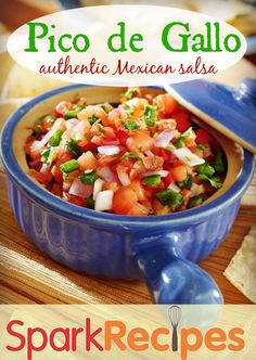 Pico de Gallo - Authentic Mexican Salsa This is absolutely fantastic! Bring this fabulous, healthy pico recipe to your next party. Made with fresh tomatoes, onion, cilantro and spices, you can't go wrong with this salsa! Mexican Salsa Recipes, Mexican Dishes, Salsa Picante, Salsa Verde, Ceviche, Pico Recipe, Authentic Mexican Salsa, Cuisine Diverse, Good Food