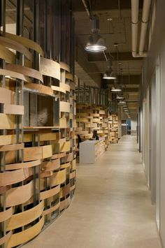 Office Tour: Kiva – San Francisco Headquarters basket case - interesting woven walls Imagining behind a cash wrap or focal point wall Tour Kiva's Low-Cost and Lively Headquarters - Office Snapshots Design Commercial, Commercial Interiors, Corporate Interiors, Office Interiors, Studios Architecture, Architecture Design, Architecture Office, Timber Walls, Interior And Exterior