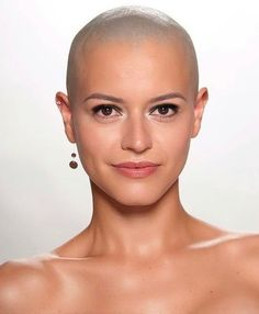 Health Hair Care Advice To Help You With Your Hair. Do you feel like you have had way too many days where your hair goes bad? Shaved Head Women, Bald Head Women, Super Short Hair, Short Hair Cuts, Short Hair Styles, Forced Haircut, Bald Hair, Model Face, Shaved Hair