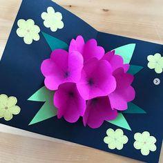 Eine genaue Schritt-für-Schritt-Anleitung zum Falten der Blumen und zum Basteln dieser Pop-up-Karte. Einfach auf den Link klicken, um die Anleitung anzusehen. Pop Up, Link, Father's Day, Art Ideas, Art Education Resources, Artworks, Templates, Drawing S, Tutorials