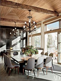 Dining room decor |Refined Interiors by Stephen Sills Associates | www.bocadolobo.com #diningroomdecorideas #moderndiningrooms