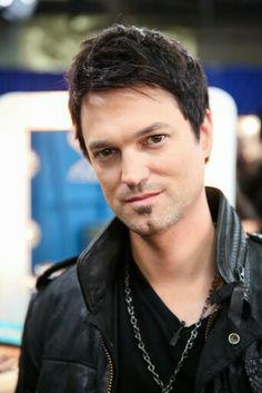Jeff Gutt placed 2nd on The X Factor :>  I'm so proud that he made it this far and especially from not going through to the judges' house last year to making it in the finals this year :)  He has such an amazing voice and I kno this isn't the end for him.  I wish you a lot of success in your future  Congrads on getting 2nd place on The X Factor :>
