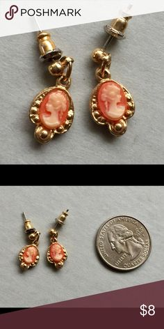 Vintage Cameo dangle earrings Great condition Vintage Jewelry Earrings