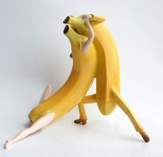 making them dance - These fantastic fruit photos are by Thad Markham, who personifies snacks by making them dance (among other things). Markham was inspired by a few o. Tango Art, Fruits Photos, Stuff And Thangs, Fruits And Vegetables, Ceramic Art, Amazing Art, Contemporary Art, Art Pieces, Sculptures