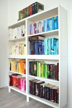 Bücherregal Aus Büchern bücher farblich sortieren dekorieren mal anders tintenelfe de