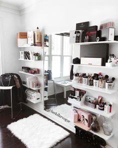24 ideas bedroom design simple quartos for 2019 Glam Room, Bedroom Decor Glam, Mirror Bedroom, Bedroom Wall, Master Bedroom, Ikea Mirror, Wall Beds, Bedroom Ceiling, Bedroom Vintage
