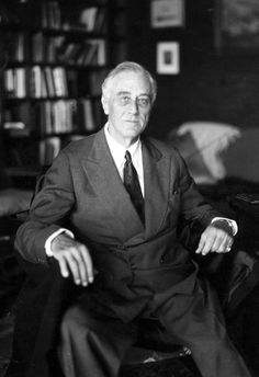 The last photograph of president Franklin Delano Roosevelt (FDR) before dying three months into his fourth term. President Roosevelt, Franklin Roosevelt, Eleanor Roosevelt, Theodore Roosevelt, Roosevelt Family, President Fdr, Greatest Presidents, American Presidents, Mahatma Gandhi