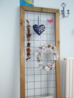 alles-vanellis: Kippenhok; deur wordt atelier memobord