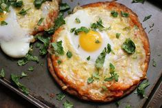 Breakfast Pizza Super easy and super fast for an on the go morning. Naan Breakfast Pizza with eggs and herbs.Super easy and super fast for an on the go morning. Naan Breakfast Pizza with eggs and herbs. Naan Pizza, Pizza Omelette, Omelette Recipe, Pizza Pizza, Egg Pizza, Naan Flatbread, Flatbread Recipes, Breakfast Desayunos, Breakfast Dishes