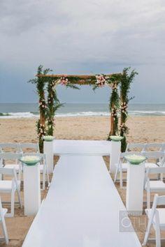Wedding Ceremony, Bridgehampton Tennis and Surf Club, Flowers by: Claire Bean Events, Photo: Christian Oth Studio - Bridgehampton Wedding http://caratsandcake.com/scottsolivia