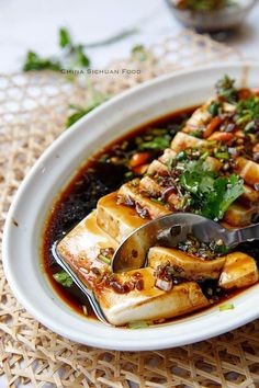Steamed tofu with soy sauce garlic dressing chinese food Steamed Tofu Asian Recipes, Mexican Food Recipes, Vegetarian Recipes, Cooking Recipes, Healthy Recipes, Vegetarian Japanese Food, Asia Food, Steam Recipes, Tofu Dishes