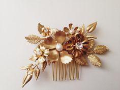 câblé et soudé à la main -perles deau douce -strass cristal -fait à la main en France avec les USA en laiton emboutis -environ 4 x 2,5 po -peigne plaqué or -aussi disponible en argent