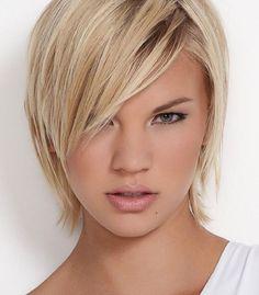 Oval Yüz Şekline Sahip Kadınlar için Kısa Saç Şekilleri ve modelleri. Bu resimde sarışınlar için kısa katlı saç modelini görüyoruz. Bu sene trendini sizde isterseniz buyurunuz.