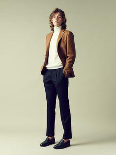 キャメルのジャケットにブラックのパンツなら間違いない
