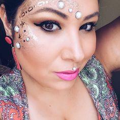 Bom carnaval a todos  . . #carnival #carnaval #makeup #maquiagemcarnaval #tutorialmakeup #tutorial #maquiagem #make #sextafeirasualinda