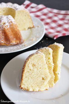 Hallo Ihr Lieben! Mögt Ihr schnelle, einfache, saftige und lockere Kuchen? Ja! Dann habe ich Euch das passende Rezept. Der Gugelh...