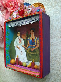 Viva Frida Kahlo shrine by filzgood Shadow Box Kunst, Shadow Box Art, Day Of The Dead Diy, Diorama, Frida Art, Mexico Art, Tin Art, Crafts For Seniors, Assemblage Art