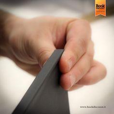 Allestire un #libro cartonato significa lavorare completamente a mano, con cura e precisione. Lo facciamo ogni giorno @ bookdiscount www.facebook.com/Bookdiscount