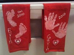 Handprint Dish Towels, a Christmas tradition- Guest Post By Ally - Handprint Dish Towels, a Christmas tradition- Guest Post By Ally – Fun Handprint Art - Baby Crafts, Crafts To Do, Crafts For Kids, Mothers Day Crafts Preschool, Diy Christmas Gifts, Holiday Crafts, Great Grandma Gifts Christmas, Craft Gifts, Diy Gifts