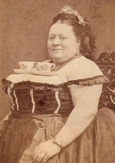 """Please, check out the photo that is the 19th from the top, i think. Let me know if I'm just imagining things! lol """"Vintage everyday: 28 Photos That Prove Victorians Weren't as Serious as You Thought"""""""