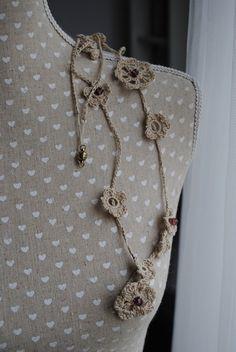 Bracelet crocheté fleurs lin et perles de cristal crocheted flowers